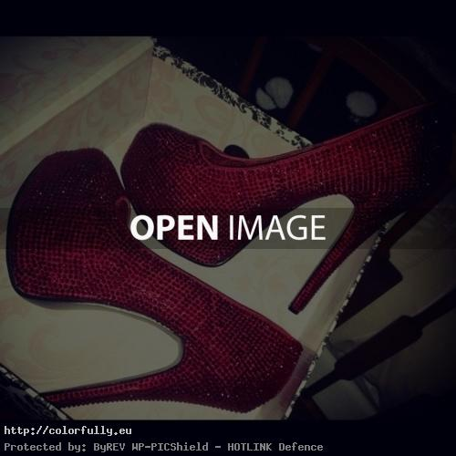 Awesome red high heels shoes