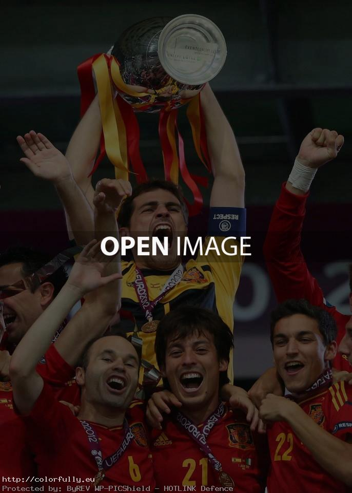 Euro 2012 – Spain winners – Raise the cup