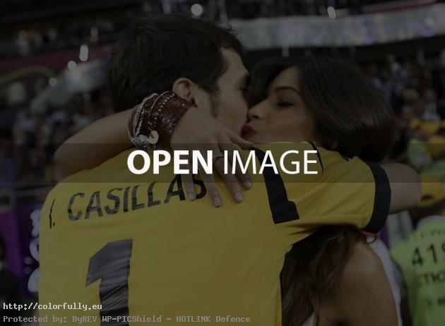 Spain – Euro 2012 winners – Casillas & Sara Carbonero kissing