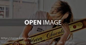 kissing chocolate girl